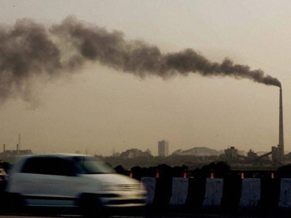 Air Pollution May Up Dementia Risk In Elderly Women - Study