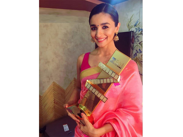 Alia Bhatt's Saree Style Book Is What You Need For Your Farewell