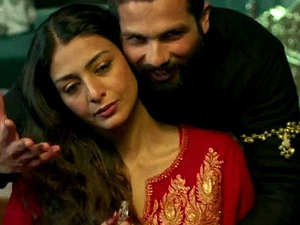 Beautiful Looks Of Tabu In Kashmiri Suits From Haider Movie