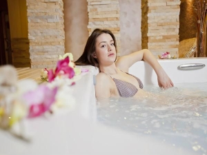 Why Salt Water Bath Is Good For Your Health