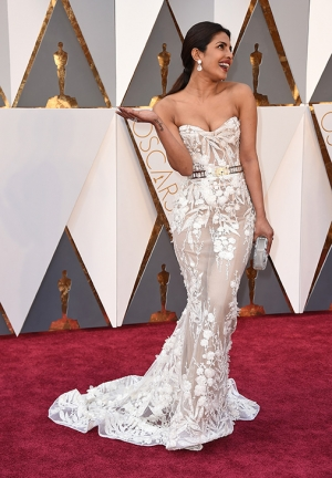 Oscars 2016 Priyanka Chopra Walks The Red Carpet