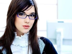 Important Tips For Girls Who Wears Glasses
