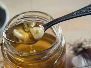 Health Benefits Of Roasted Garlic And Honey Mixture