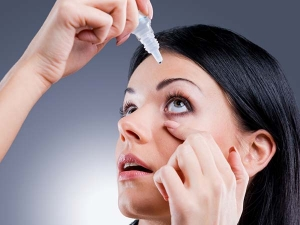 Eye Make Up Causing Vision Problems In Young Women