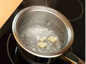 Health Benefits Garlic Boiled Water With Honey