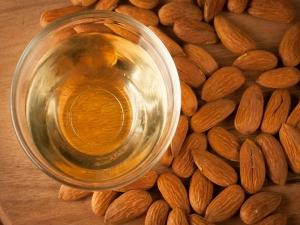 Almond Oil Help Reduce Dark Circles