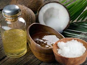 Coconut Oil With Camphor To Treat Dandruff And Hair Loss