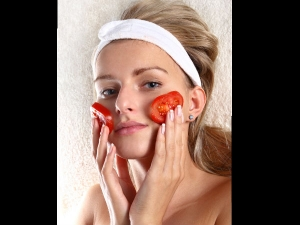 Home Made Tomato Face Pack For Glowing Skin