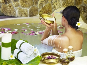 Skin Care Benefits Of Bath According To Ayurveda