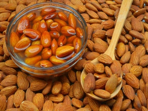 Beauty Benefits Of Eating Almond Daily