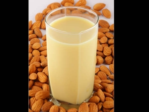 Health Benefits Of Drinking Almond Milk Daily