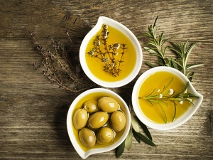 Olive Oil And Curry Leaves Mix For Hair Growth