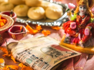 How To Do Lakshmi Pooja For Good Wealth Health On Friday