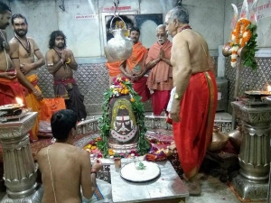 Why Devotees Go Out Of The Temple At The Time Of Nivedhya Po
