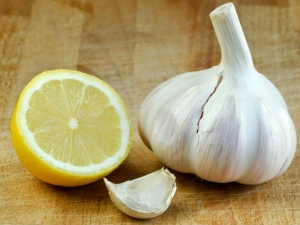 Roasted Garlic And Warm Lemon Water Remedy For Belly Fat