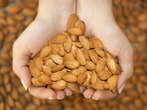 Almond Face Pack For Pigmentation