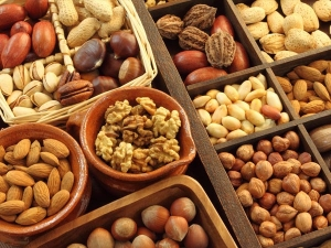 Best Nuts To Consume For Weight Loss