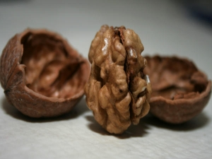 How Many Walnut Per Day For Skin Care