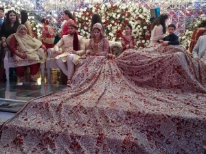 Pakistani Bride Wore A 100 Kg Lehenga For Her Wedding Day