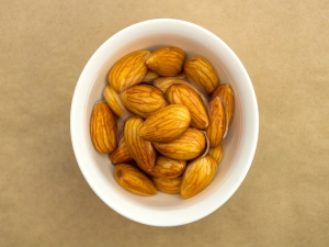 Things That Happen To Your Body When You Eat 4 Almonds A Day