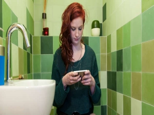 Reasons Why Using Your Phone On The Toilet Is So Bad For You