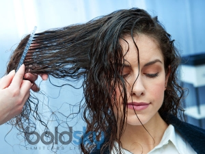 Things You Need To Stop Doing To Wet Hair