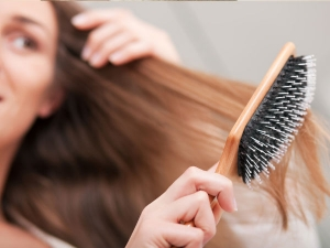 Hair Brushing Mistakes That Could Be Ruining Your Hair