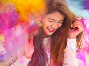 Natural Remedies To Take Off Holi Colours From Nails