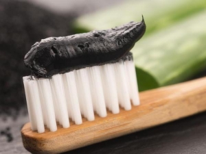 Benefits And Drawbacks Of Using Charcoal For Teeth Whitening