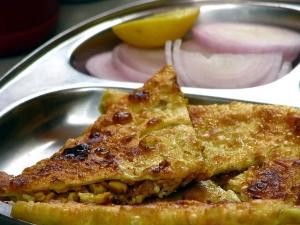 Kerala Chicken Chatti Pathiri Recipe In Malayalam