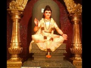 Navratri Day 2 Maa Brahmacharini Colour Puja Vidhi Aaarti Timings Mantra Muhurat Significance